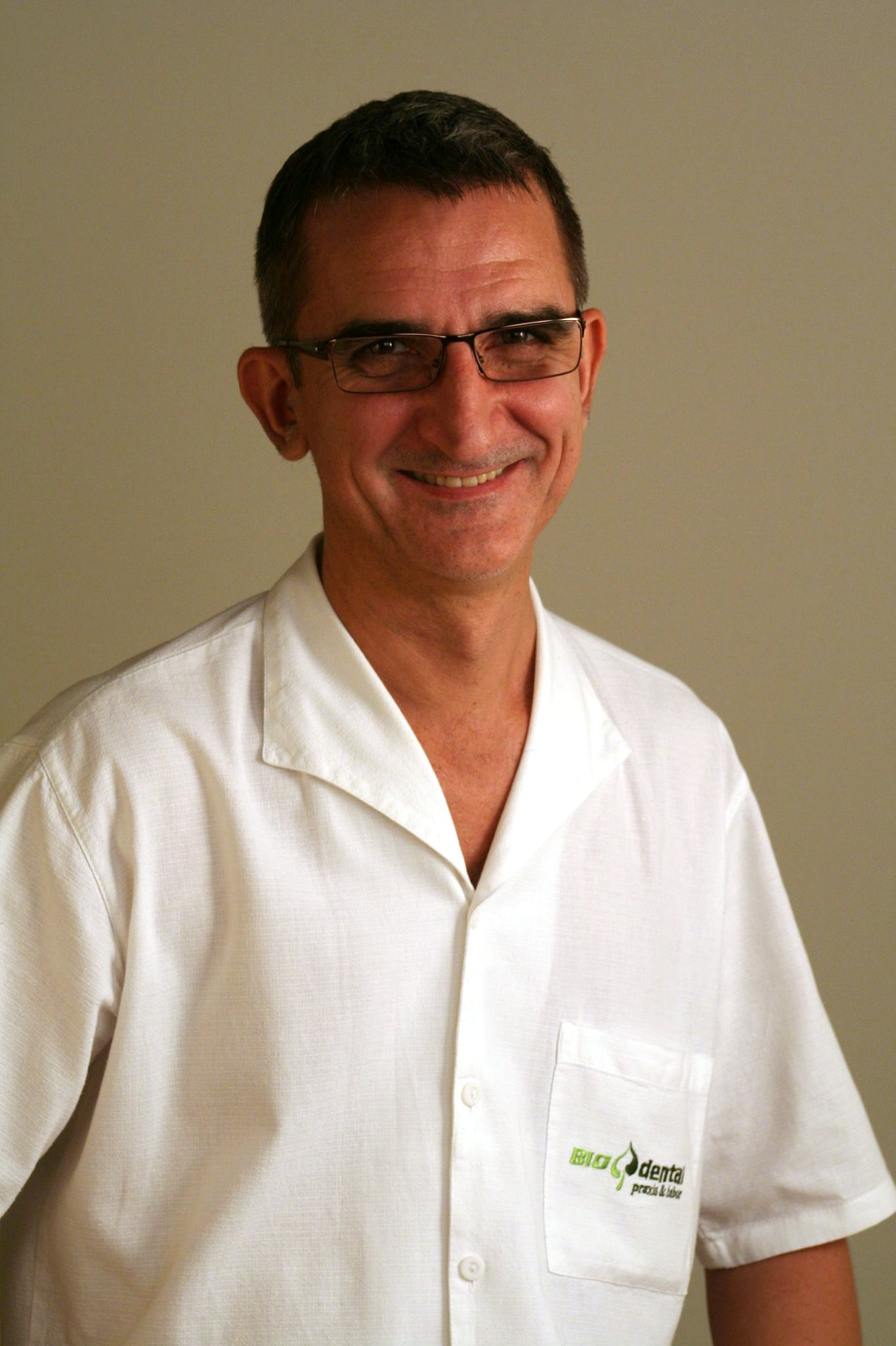 Dr Laszlo Horvath - Master of Oral Medicine in Implantology - Best Budapest Dentist. com